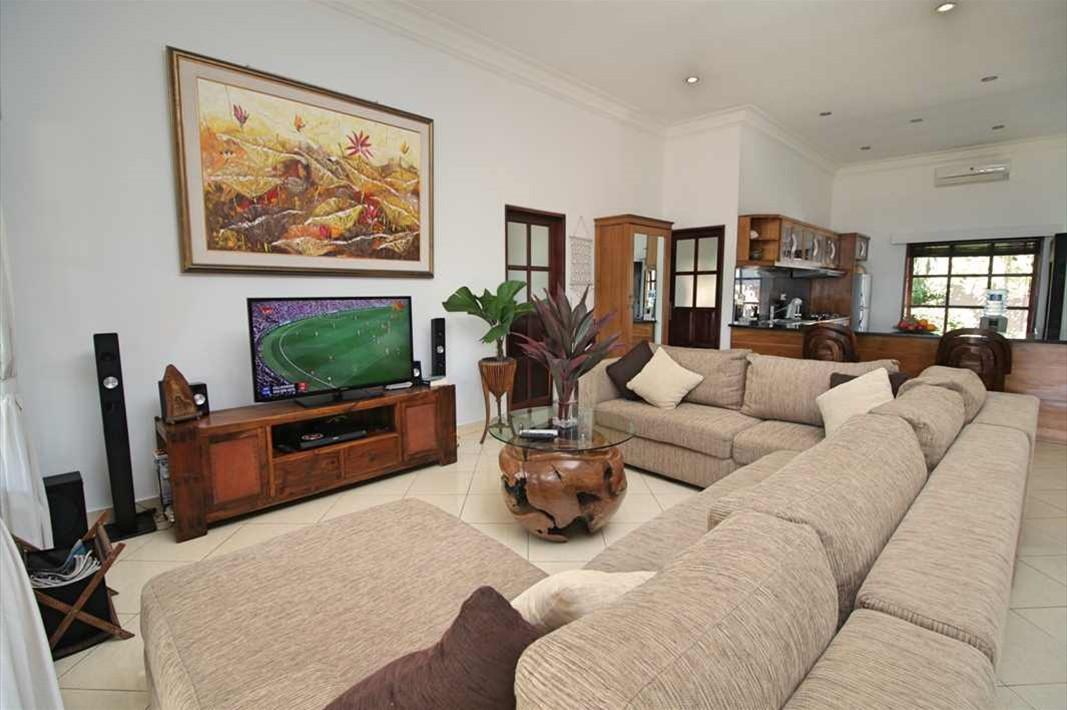 Living lounge 1